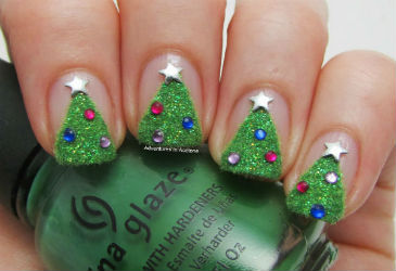 5 Christmas Nail Inspirations We Love