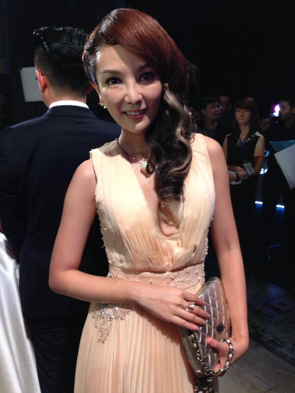 Tong Bing Yu Star Awards 2014 Curls With Highlight1