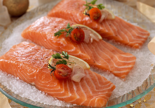 7 Foods That Make You Look Younger_Salmon