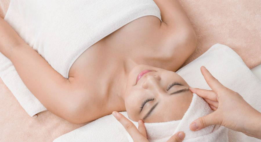 This French art of detoxification doesn't involve any diet. It's actually a massage!