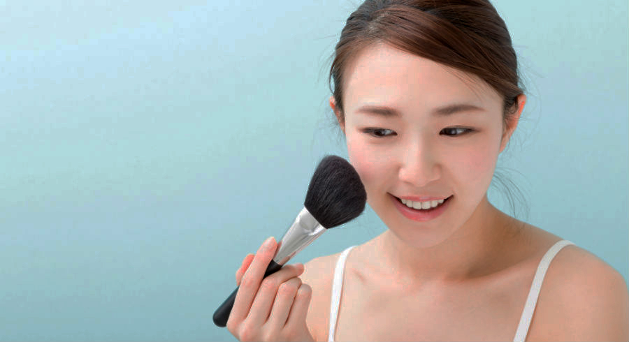 5 easy tips to make sure your makeup stays through Chinese New Year house visits
