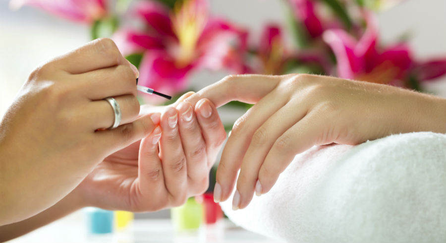 7 signs you need to get out of that nail salon and never look back