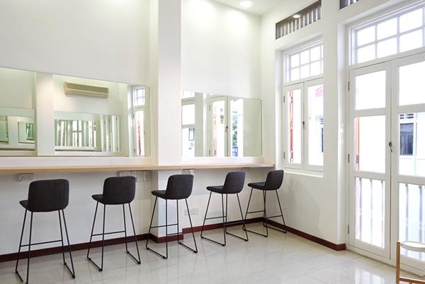 a2i makeup studio 2