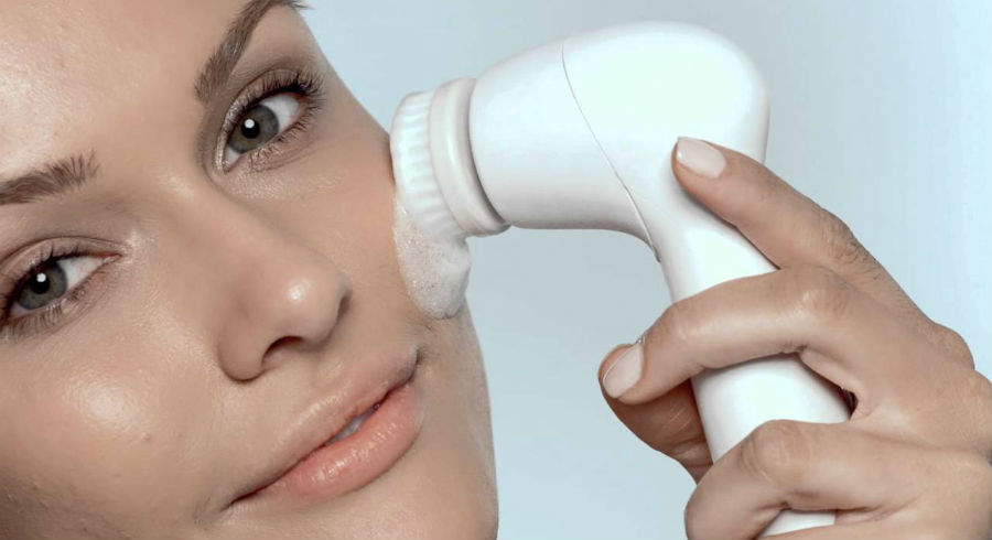 17 best facial cleansing brushes according to your skin type and concern