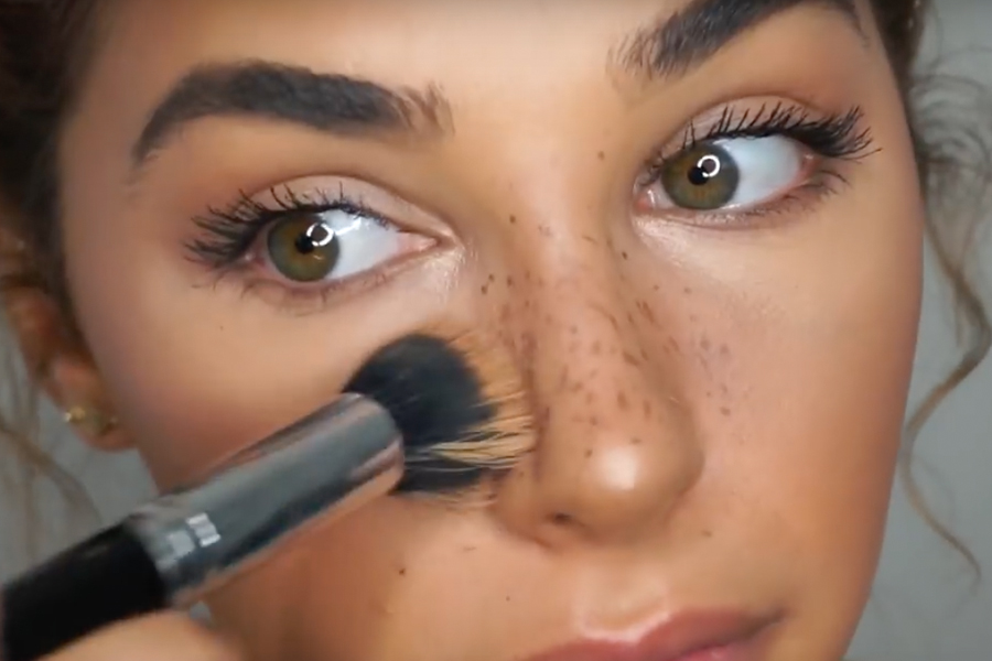 2017 beauty trends faux freckles
