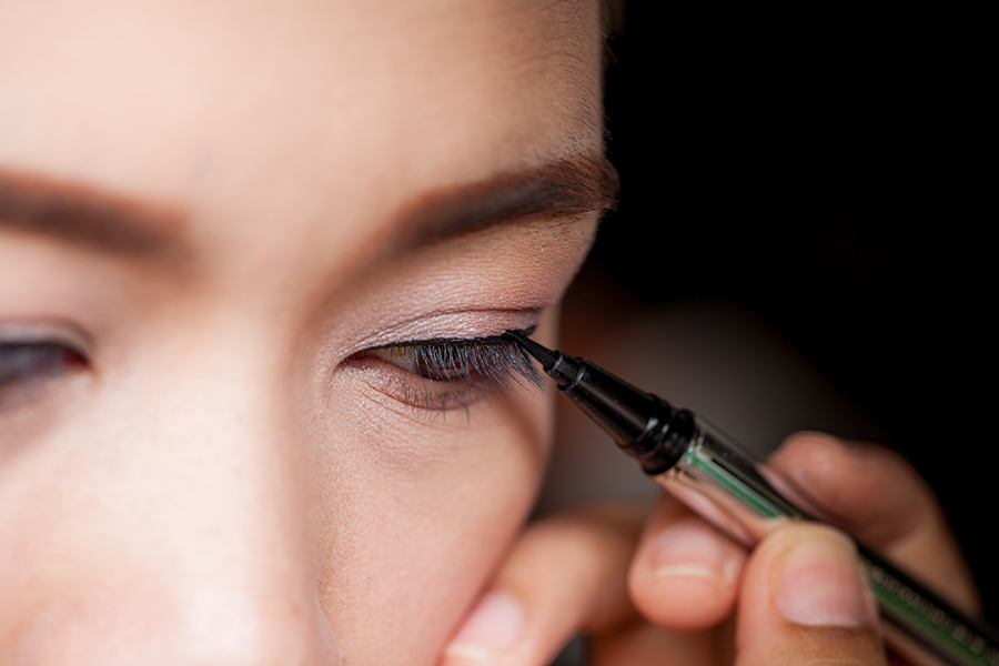 how to apply eyeliner 8