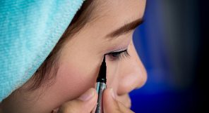 how to apply eyeliner feature 1