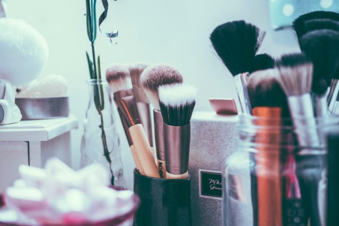 makeup tools brushes source jamie street unsplash