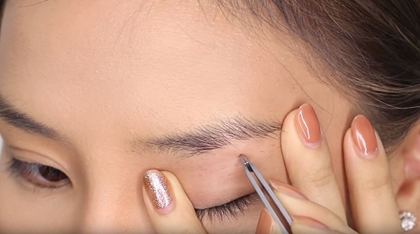 How To Trim Eyebrows Tweezers