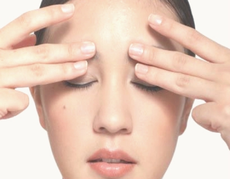 Lash Breakage Tips Eyelid Massage