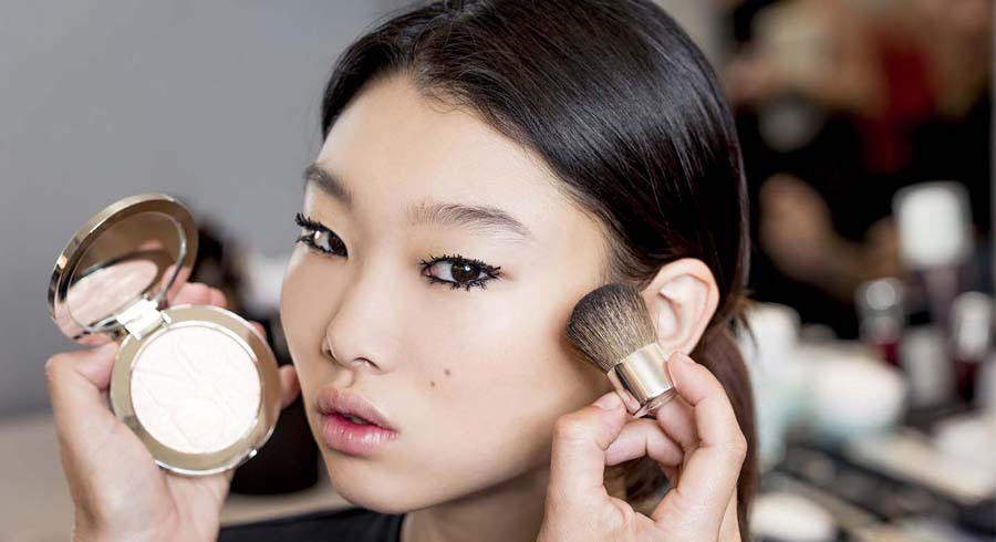 Can we wear runway makeup looks on a day-to-day basis without attracting stares? We ask a pro makeup artist to weigh in