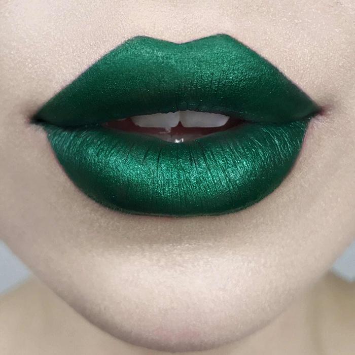 Vampy Lipsticks For Halloween Kat Von D Studded Kiss Lipstick Plan 9 Swatch