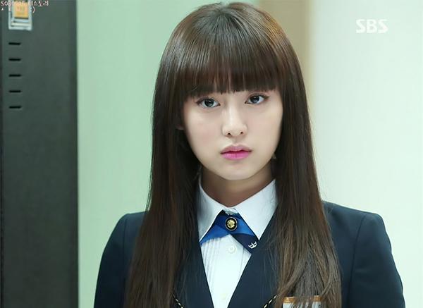 K Drama Rich Girl Style Winged Eyeliner