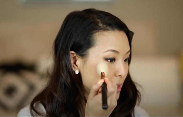 beginners makeup guide blusher
