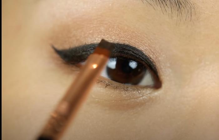 beginners makeup guide eyeliner