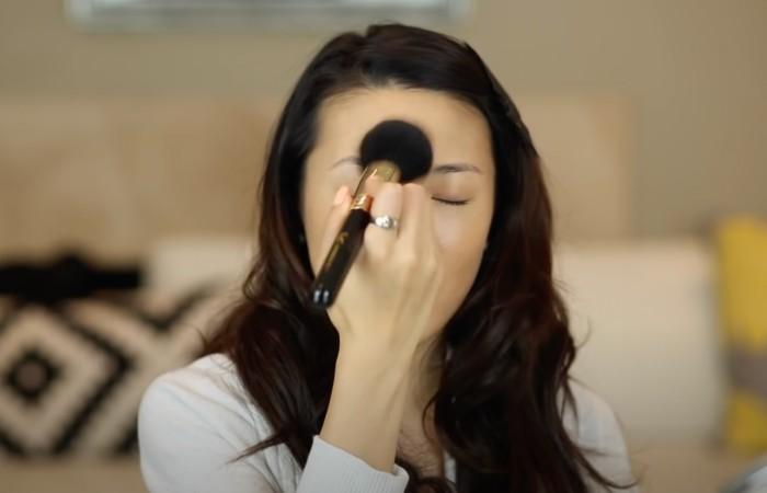 beginners makeup guide step 3 powder