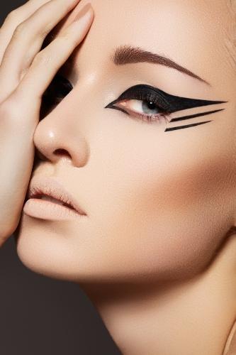 Bold Eyeliner 1 1