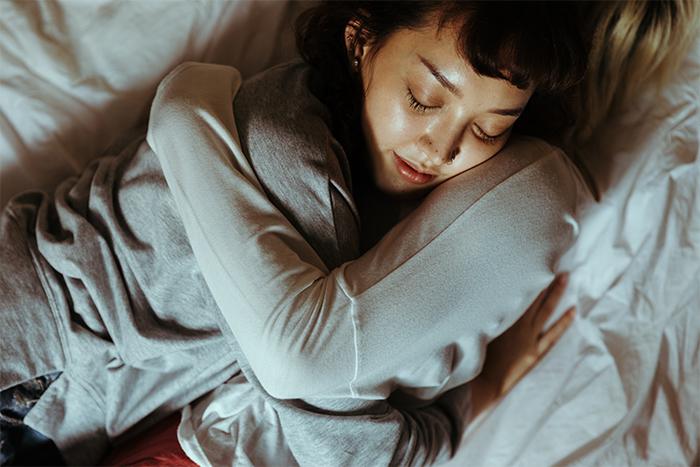 get-rid-of-crows-feet-silk-pillowcase