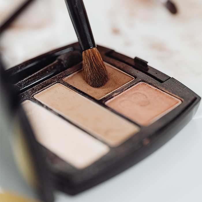 how-to-apply-eyeshadow-brushes