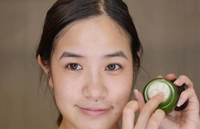 korean-skincare-routine-eye-cream-1