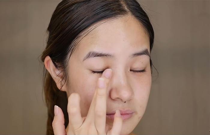 korean-skincare-routine-eye-cream-2