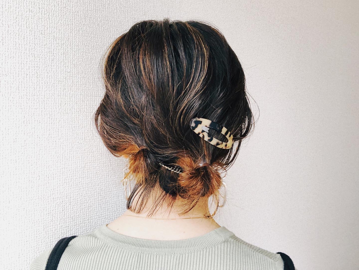 Low Bun With Tortoise Shell Clips