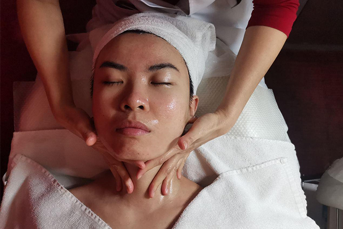 Shakura Miroko Whitening Treatment Review Eye Neck Massage