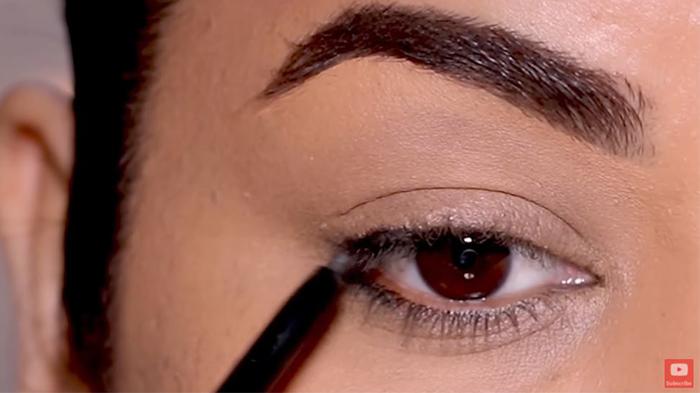 natural-eyeliner-hooded-smoky-corner-1
