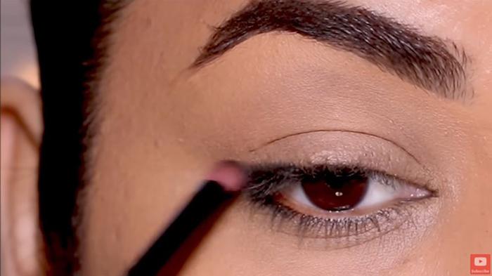 natural-eyeliner-hooded-smoky-corner-2