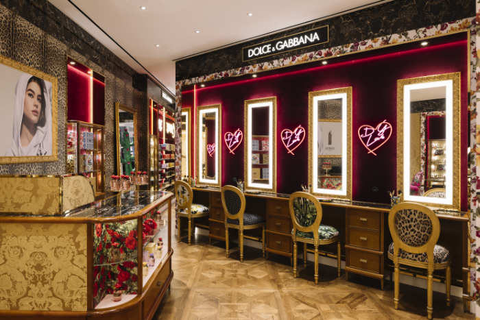 dolce gabbana beauty singapore interior mirrors