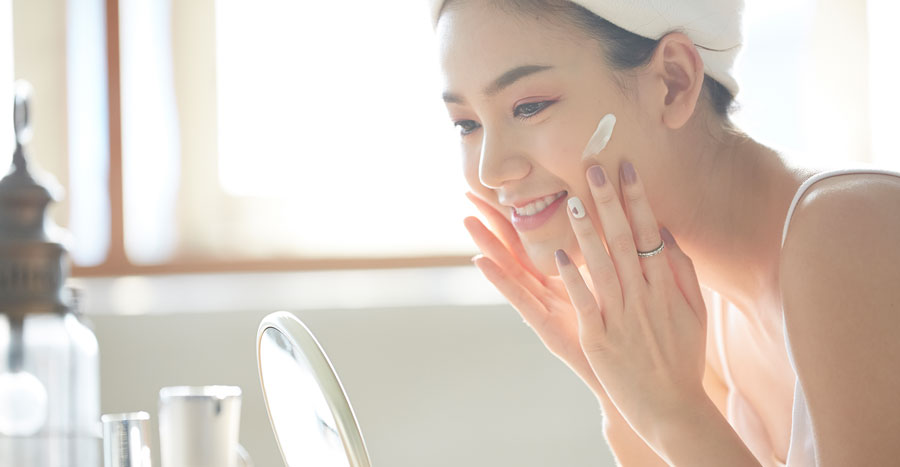 """If your dry, dehydrated skin's hungry for hydration, make it a """"moisture sandwich""""!"""