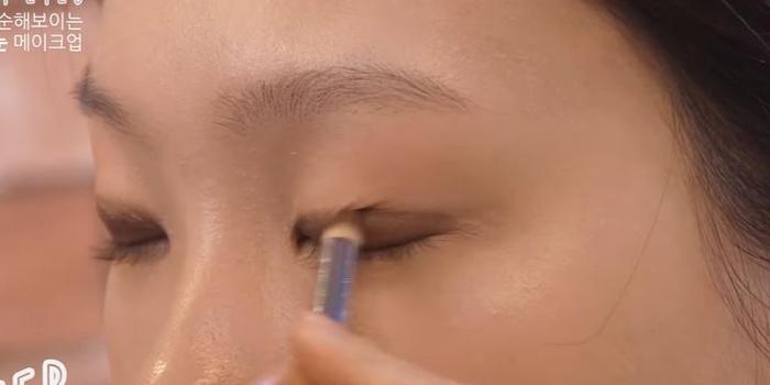 korean-puppy-eye-makeup-eyeshadow-thickness