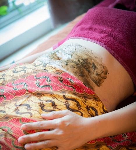 post-natal-massage-babies-bellies