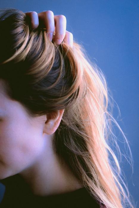 hair shedding scalp issue source darya ogurtsova unsplash