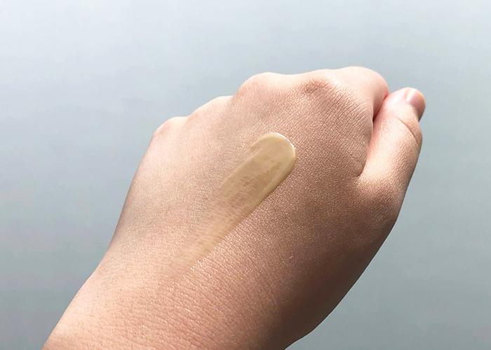 IT Cosmetics Hello Results Wrinkle-Reducing Daily Retinol Serum-in-Cream texture