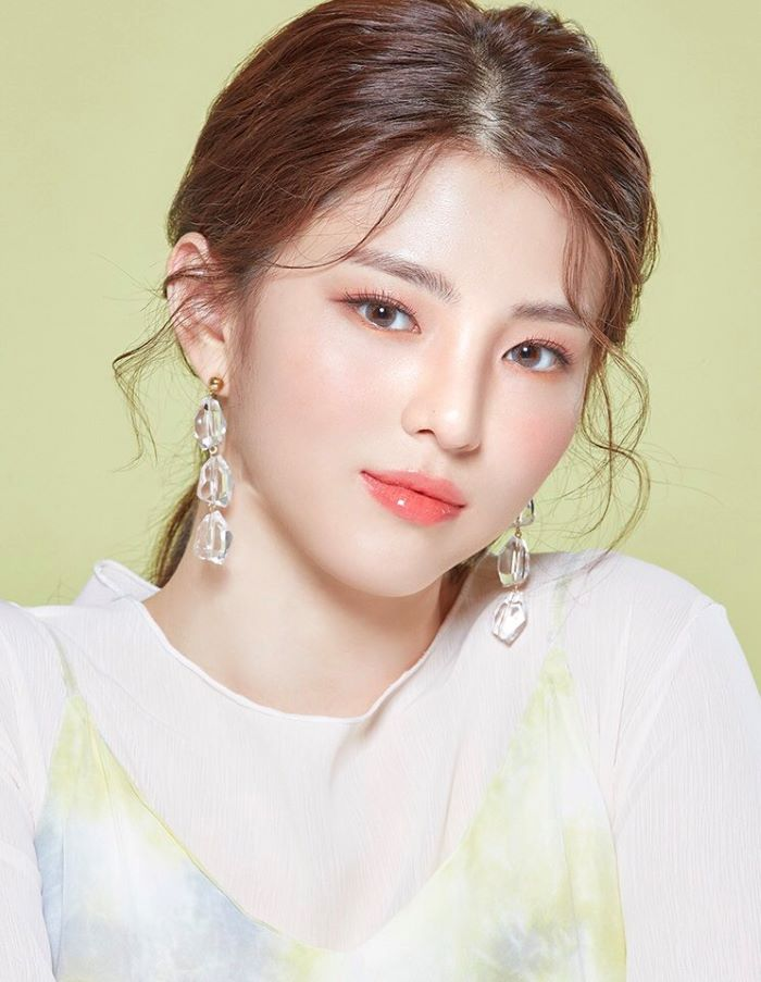 coloured-contacts-lenstown-clover-bling-gray-han-sohee