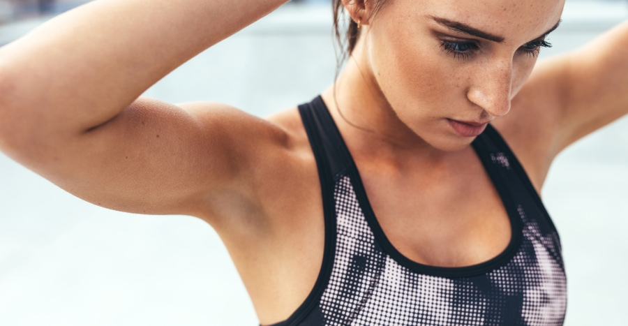Troubled by your armpit fat when you wear your favourite sports bra or sleeveless blouse? Here's how you can reduce your bra bulge effectively – and it's not exercise